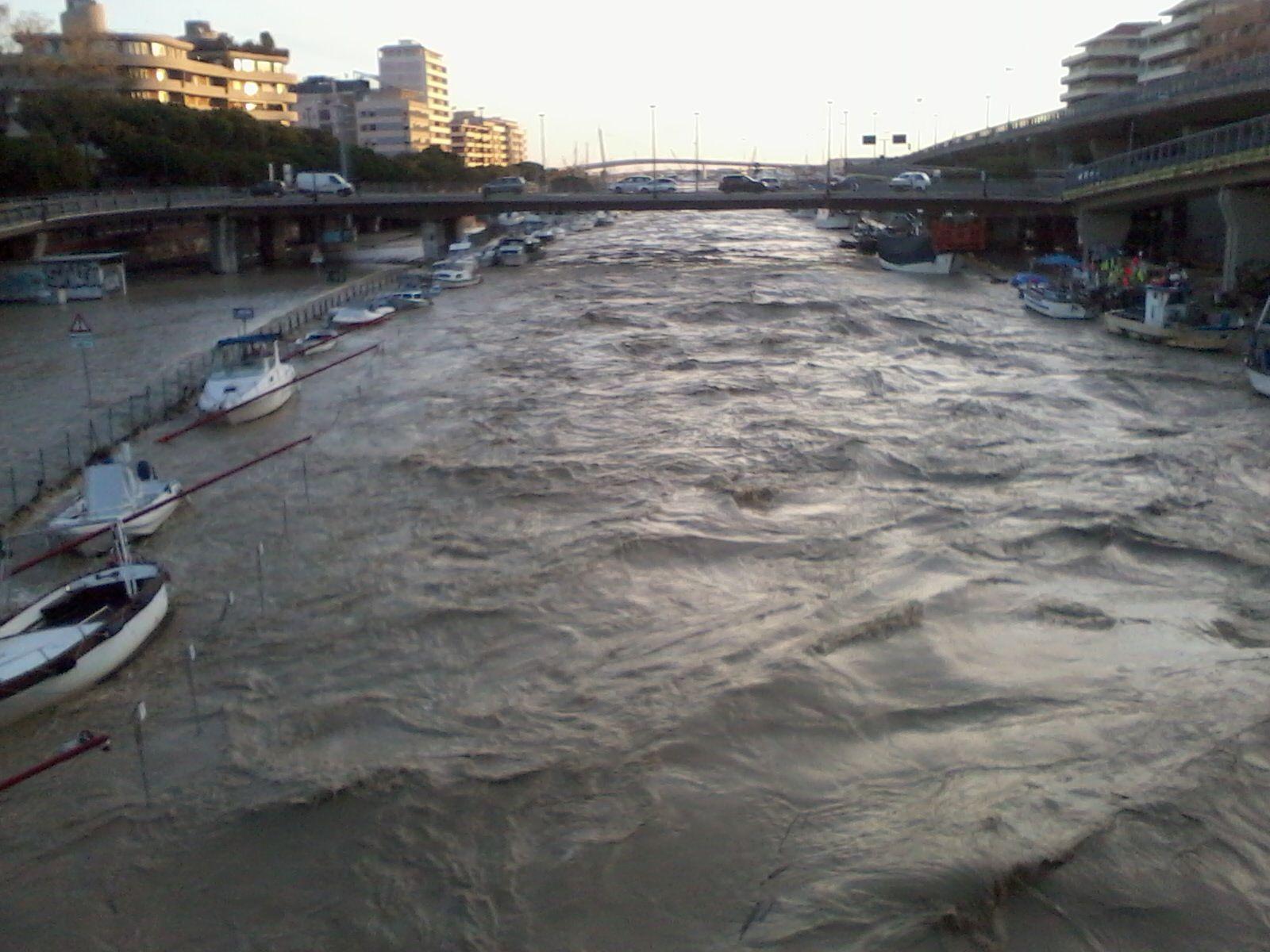 Foto dell'alluvione del fiume Pescara a cura di Carlo Senatore